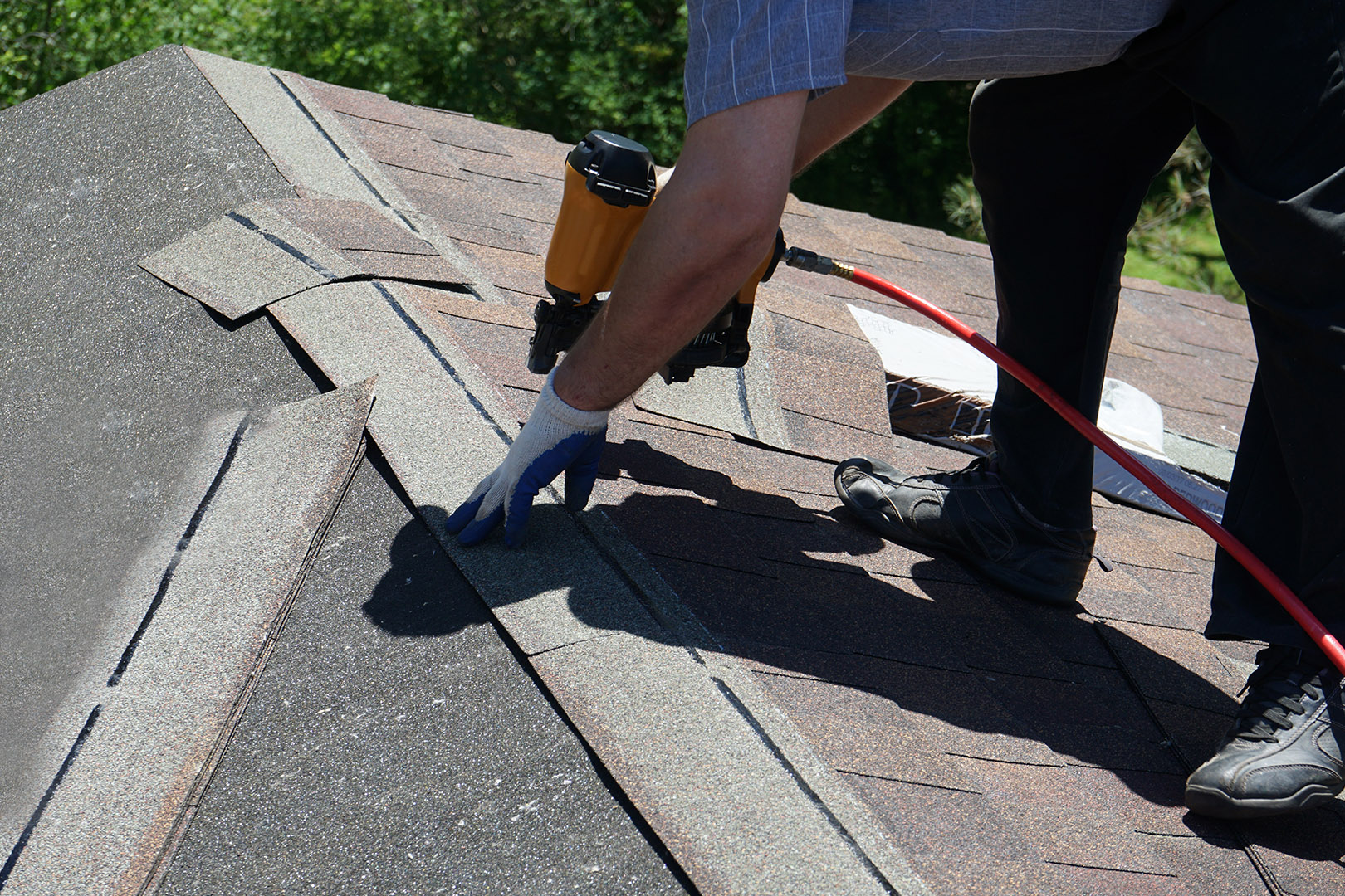 8 signs warning your roof needs to be replaced