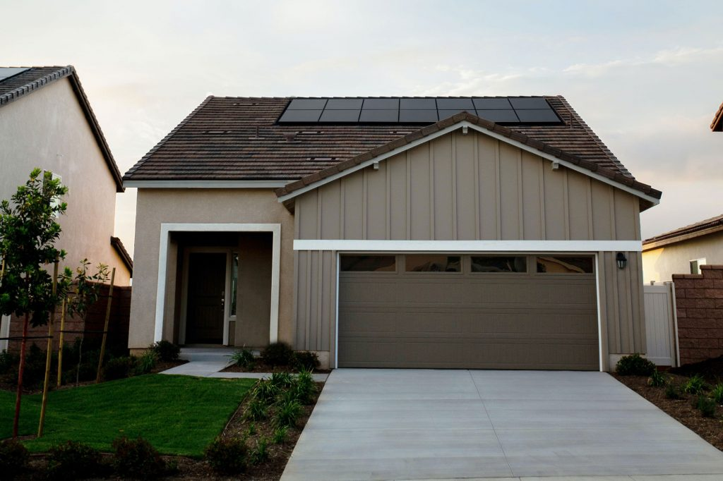 4 frequently asked questions about solar panels and your roof